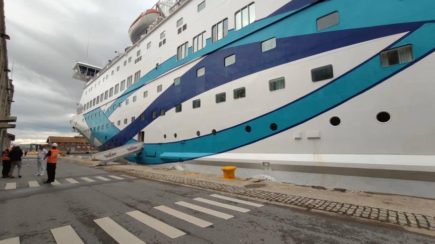 Στο λιμάνι της Θεσσαλονίκης το κρουαζιερόπλοιο CrownIris
