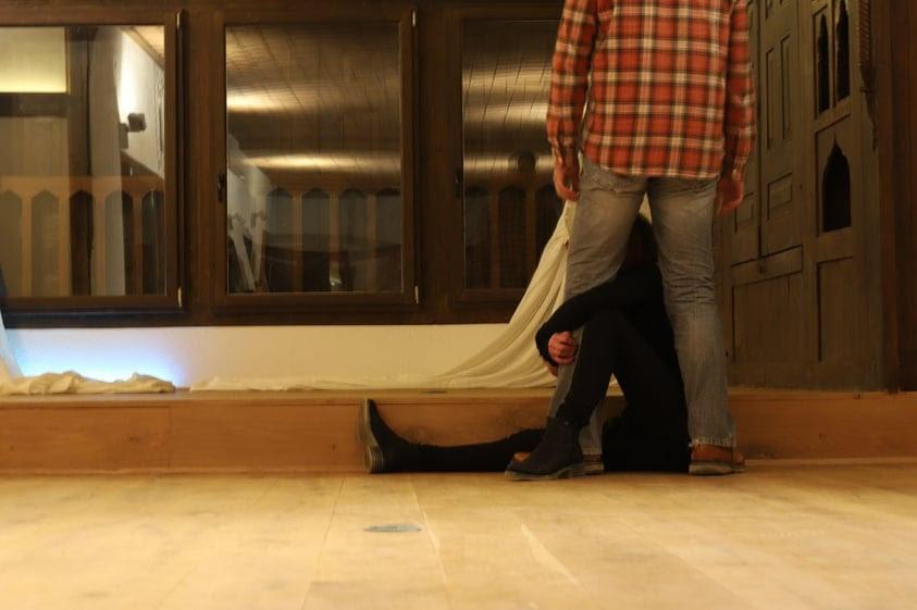 Πίσω Από Πόρτες Κλειστές Μία εικαστική και οπτικοακουστική εγκατάσταση για την έμφυληβία